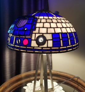 R2-D2 Tiffany-style lamp and other decor ideas for a Star Wars-themed room.